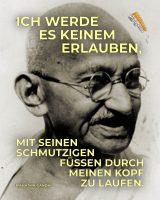 Ich werde es keinem erlauben, mit seinen schmutzigen Füssen durch meinen Kopf zu laufen. - Geistesblitze | Mahatma Gandhi